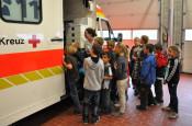 Hier konnten die Kinder sich einen Rettungswagen mal ganz genau anschauen.