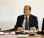 Oberbürgermeister Klaus Eberhardt in seinem Büro