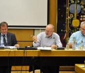 Oberbürgermeister Klaus Eberhardt, Kämmerer Dieter Krüsch und Udo Düssel, Leiter der Haushaltsabteilung, bei den Vorberatungen zum Haushalt 2014.