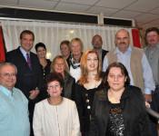 Oberbürgermeister Klaus Eberhardt (hinten links) mit den siejährigen Jubilaren und Pensionären.