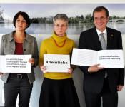 """Ursula Philipps, Ruth Loibl und Oberbürgermeister Klaus Eberhardt stellen das Buchprojekt """"Rheinliebe"""" vor."""