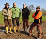 von links: Dr. Karl Kuhn (NABU), Herbert Bächle (Stadtplanungs- und Umweltabteilung), Uwe Kerkhof (Regierungspräsidium Freiburg), Norbert Meier (Leiter des Pflegetrupps)