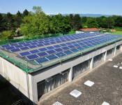 Photovoltaik-Anlage auf dem Dach der Halle der Hans-Thoma-Schule