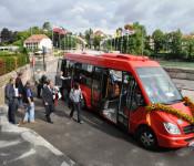 Einstieg in den Bus am Inseli
