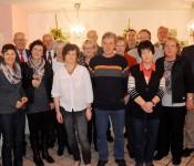 Oberbürgermeister Klaus Eberhardt (links) und Bürgermeister Rolf Karrer ( dritter links) mit den Jubilaren und Pensionären