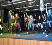 Tanzaufführung der Klasse 8c/d