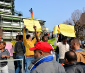 Die Demonstranten forderten Arbeitserlaubnisse.