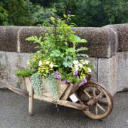Florale Kunstaktion Temporärer Mobiler Mosaik-Garten