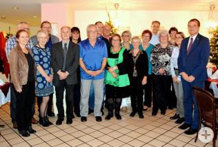 Bürgermeisterin Diana Stöcker (links) und Oberbürgermeister Klaus Eberhardt (rechts) mit den diesjährigen Pensionären und Jubilaren der Stadtverwaltung Rheinfelden (Baden).