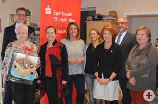 Spendenübergabe der Sparkasse durch Rainer Liebenow (links) an die IG Spielplatz