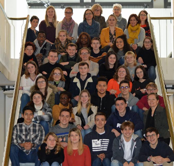 Bürgermeisterin Diana Stöcker (zweite Reihe, rechts) empfing im Beisein des Freundeskreis Mouscron 30 Schüler aus Mouscron und ihre Lehrerinnen im Rathaus.