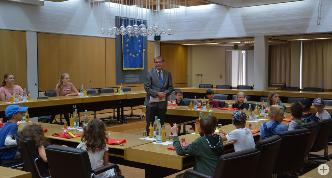 Wie wichtige Staatsgäste fühlten sich die 17 Kinder, die im Rahmen des Ferienprogramms des Familienzentrums, den Oberbürgermeister besuchen durften.