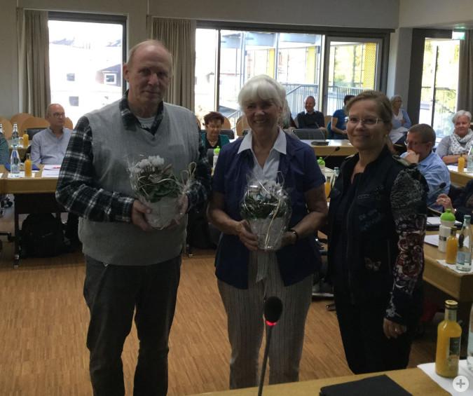 Herwig Popken und auch Ilsemie Dumont scheiden als beratendes Mitglied des Sozialausschusses aus. Bürgermeisterin Diana Stöcker bedankt sich für das Engagement.