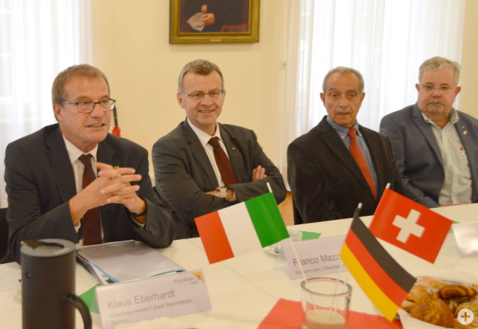 Der Austausch mit den Vertretern der italienischen Vereinen lag Oberbürgermeister Eberhardt sehr am Herzen.Foto:H.Gollin