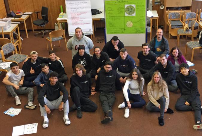 Die Teilnehmer der Fortbildung mit Gisela Schleith (2. Reihe rechts), Andreas Kramer (3. Reihe rechts) und Stefanie Behringer (2. Reihe Mitte).