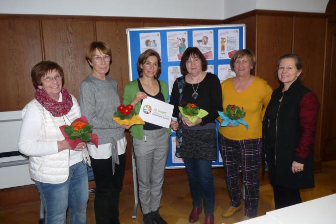 10 Jahre Freiwilligenagentur: Doris Bauer, Brigitte Rost, Stefanie Franosz, Anette Lohmann und Marita Markoni. Bürgermeisterin Diana Stöcker gratuliert.