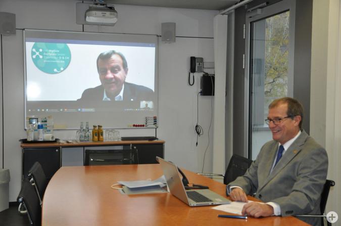 Stadtammann Franco Mazzi und Oberbürgermeister Klaus Eberhardt freuen sich über den Aufbau der gemeinsamen Kommunikationsplattform Crossiety. Aktuell starten beide Städte gemeinsam in die Pilotphase. Ab Mitte Januar soll es dann richtig los gehen.