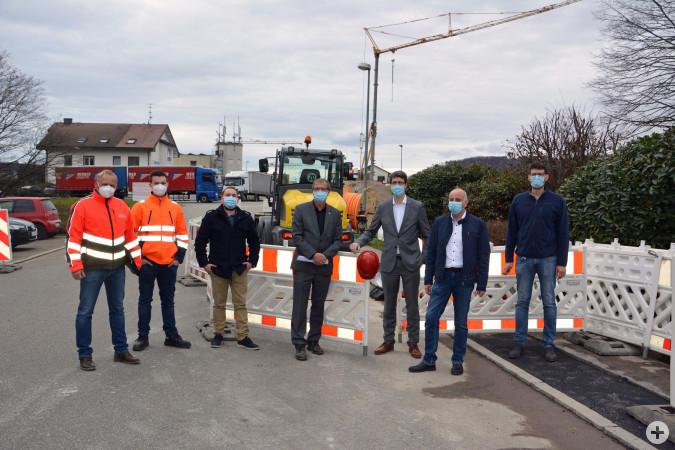 Bild (von links): Martin Bornemann (Econtech Stuttgart), Christopher Sieber (regioDATA GmbH Lörrach), Kai Kiel (Tiefbauabteilung), Oberbürgermeister Klaus Eberhardt, Elmar Wendland, Tobias Obert und Paul Kempf.