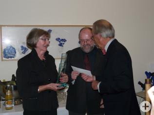 Ulrike Huber und Wolfgang Ehrl vom Büchertausch Nollingen erhalten den Bürgerpreis.