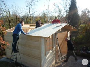 Hüttenbau im Petruskindergarten