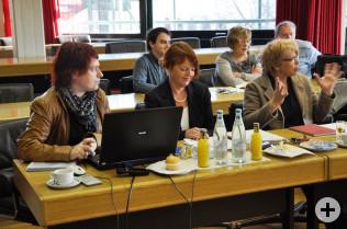 Cornelia Rösner (Mitte) mit Katja Köppel-Nelke (links) und Sabine Josef (rechts)