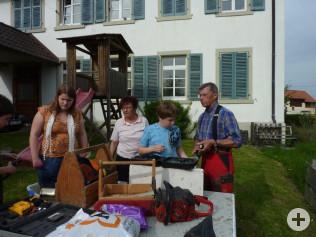 Bernhard Maier leitete die Kids beim Bau an.