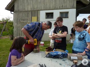 Die Jugendlichen in Nordschwaben bauten ein Wildbienenhotel.