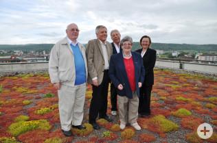 Peter Daniel, Oberbürgermeister Eberhard Niethammer, Helmut Moser, Phyl Daniel und Renate Steinke auf dem Dach des Rathauses