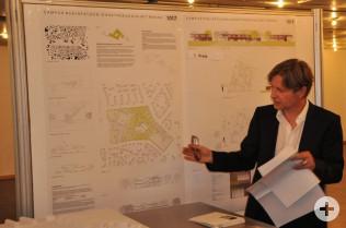 Stefan Kamm stellt seinen Entwurf vor.