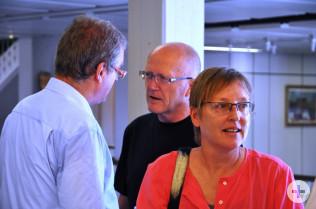 Fotografin Petra Böttcher hat die Aufnahme von Eberhrd Niethammer gemacht. Im Hintergrund: Daniel Vulliamy und Bürgermeister Rolf Karrer