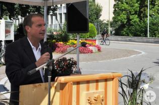 Klaus Eberhardt begrüßte beim offiziellen Empfang an der alten Rheinbrücke hochrangige Gäste aus den drei Ländern.