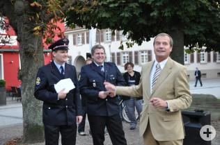 Oberbürgermeister Klaus Eberhardt mit Stefan Müller und Jan Theis (Mitte)