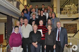 Bürgermeister Rolf Karrer (vorne rechts) und die geehrten Blutspender