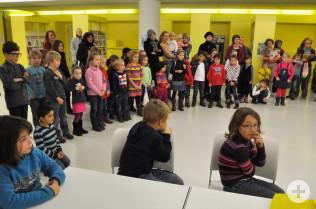 Die Auftritte der Kinder von Rosinka stießen auf großes, neugieriges Interesse.