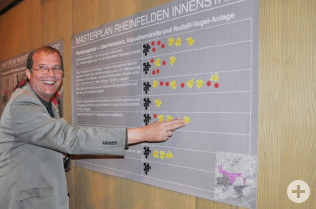 Oberbürgermeister Klaus Eberhardt bei der Bewertung