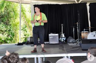 Zauberclown Pat brachte Groß und Klein zum Lachen.