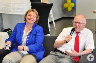 """Birgit Ackermann und Bürgermeister Rolf Karrer in der Talkrunde """"Familienfreundlichkeit im Stadtgespräch"""""""