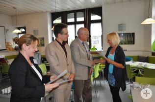 Nazmije Mahmutaj, Christoph Zacheus-Hufeisen, Bürgermeister Rolf Karrer und Elternmentorin Christiane Schulz